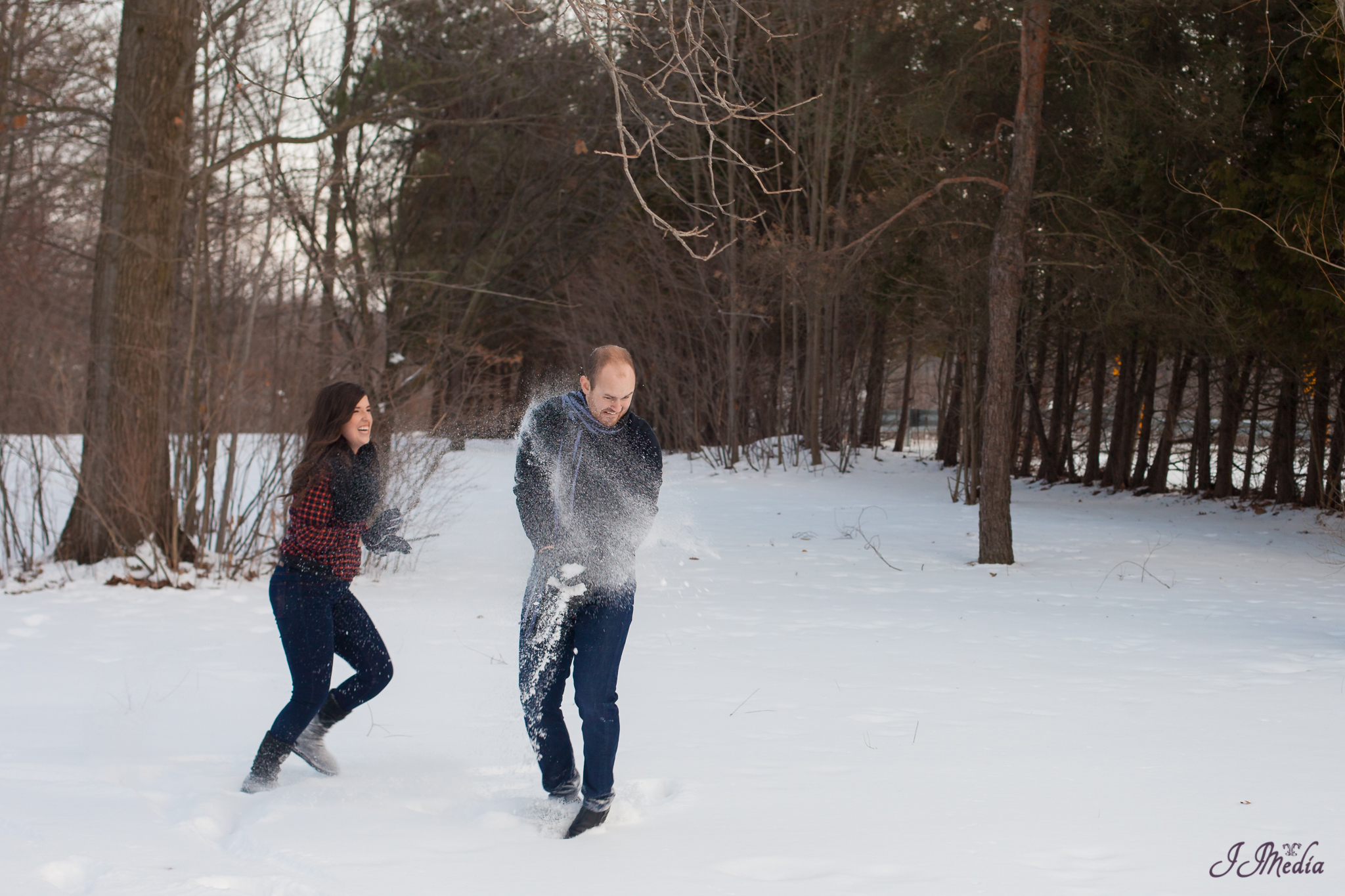 Winter-Engagement-Photos-JJMedia-39
